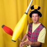 28 - Niklas König kann als Clown casi auch jonglieren
